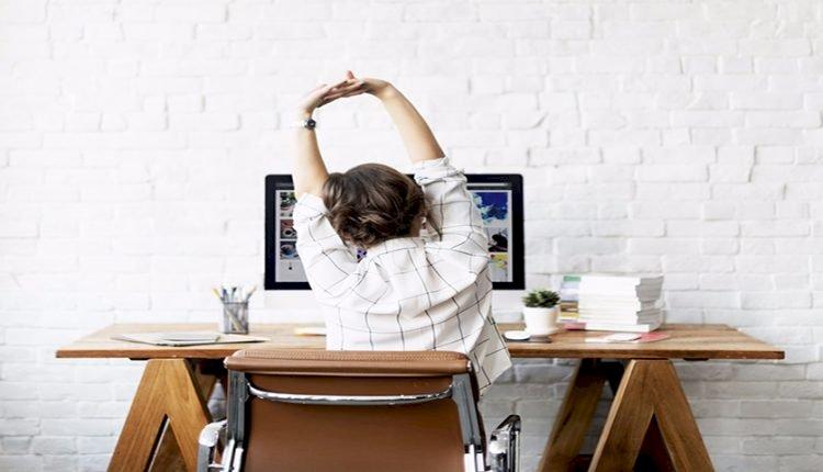 چطور حین کار و نشستن پشت میز سلامتی خود را حفظ کنیم؟