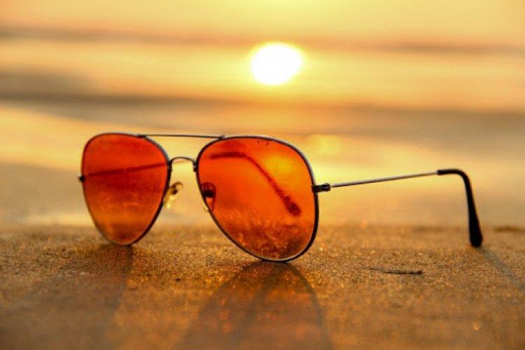 راهنمای خرید عینک آفتابی به همراه معرفی  مارک ها و قیمت عینک